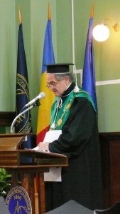 Rector Doru Pamfil preparing DHC for Professor Jules Janick